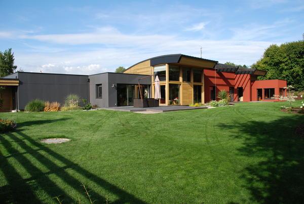 architecte maison en bois elegant maison en bois moderne avec toit bombe with architecte maison. Black Bedroom Furniture Sets. Home Design Ideas